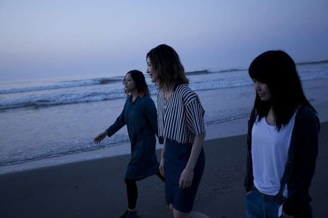 HUSKING BEE&tricot、TheSpringSummer企画「Super Blue!」に出演 - tricot