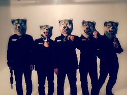 MAN WITH A MISSION、今回は「五銃士」です