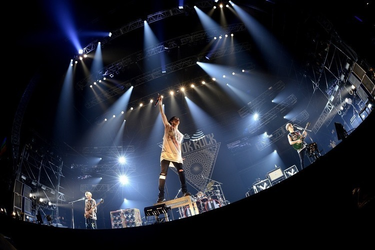 "「AIR JAM 2016」/福岡 ヤフオク!ドーム - ONE OK ROCK / photo by 半田""H.and.A""安政"