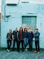 "フーファイが「カープール・カラオケ」に出演。""Never Gonna Give You Up""を披露! - Foo Fighters photo by Brantley Gutierrez"