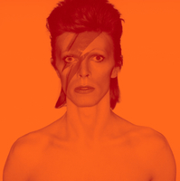 デヴィッド・ボウイ大回顧展が永遠になる! 3Dによるデジタル・コンテンツ作品として「DAVID BOWIE is」のリリースが決定‼ - Photograph from the album cover shoot for Aladdin Sane.1973.Photograph by Brian Duffy Photo Duffy ©︎ Archive & The David Bowie Archive