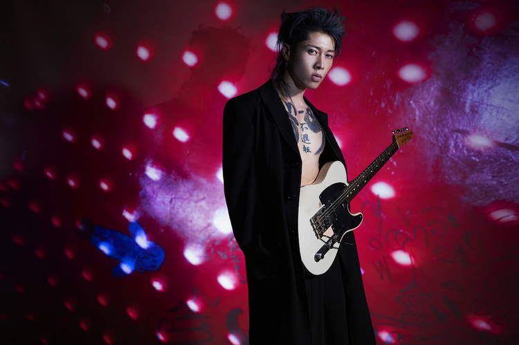 "MIYAVI×hide、""Pink Spider (Remix)""MVで共演"
