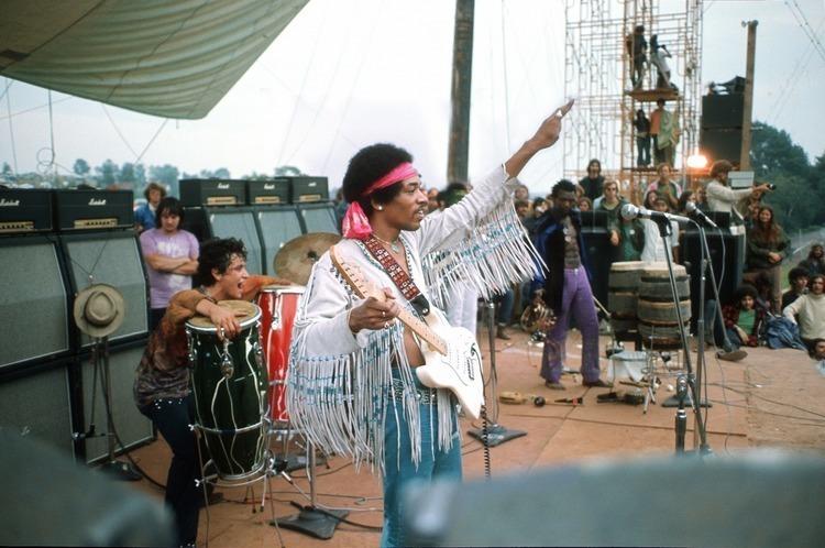 1969年ウッドストックでジミ・ヘンドリックスが使用したギターを再現 ...